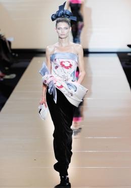 armani-prive-couture-fw-2011-033_105458447001