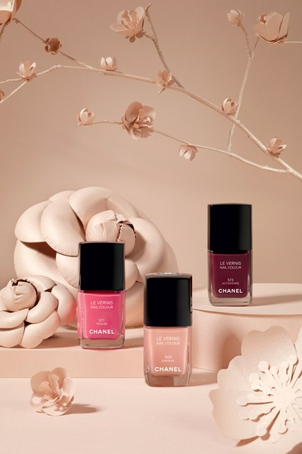 chanel_vernis_v_2jan13_pr_b_426x639