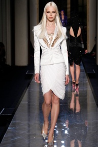 atelier-versace-fall-2014-couture-02_180755885054