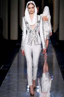 atelier-versace-fall-2014-couture-05_180757663282