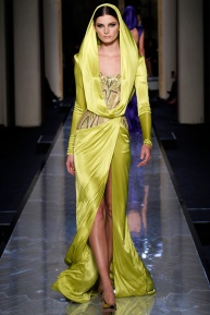 atelier-versace-fall-2014-couture-17_180807621615