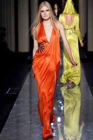 atelier-versace-fall-2014-couture-18_180808837999
