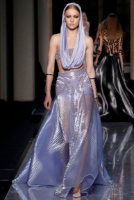 atelier-versace-fall-2014-couture-23_180812265637