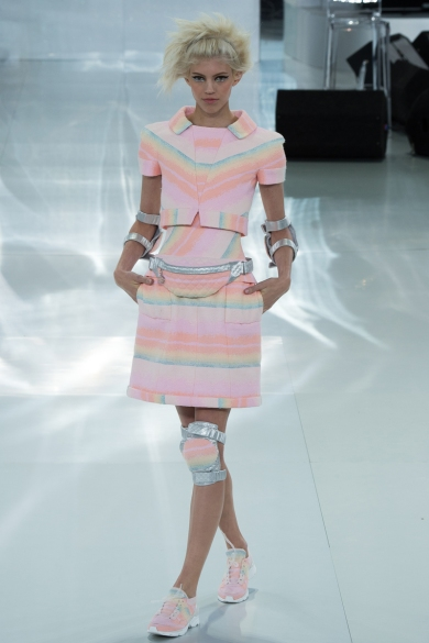 chanel-spring-2014-couture-16_104738643058