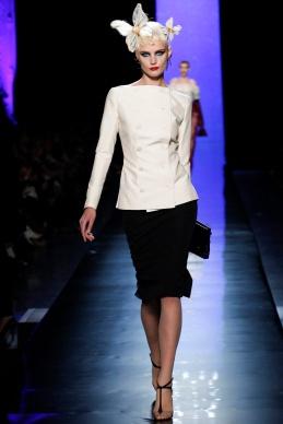 jean-paul-gaultier-spring-2014-couture-runway-07_122009826923