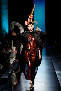 jean-paul-gaultier-spring-2014-couture-runway-32_122030281247
