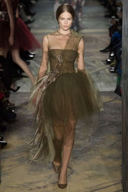 valentino-spring-2014-couture-runway-07_164011171570