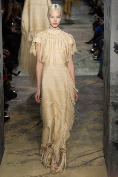 valentino-spring-2014-couture-runway-17_164019941132