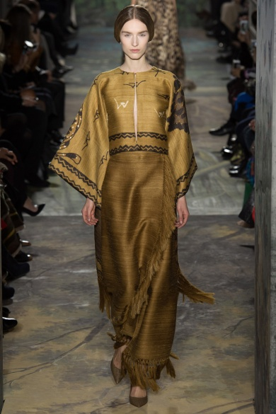 valentino-spring-2014-couture-runway-18_164020693586