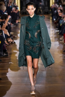 stella-mccartney-rtw-fw2014-runway-06_091635624224